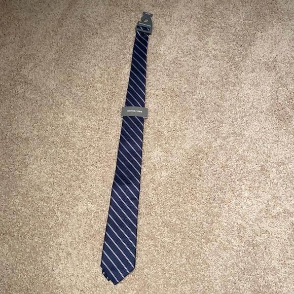 Michael Kors never used tie